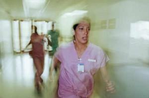 infirmiere-couloir-urgences-g-e5c47